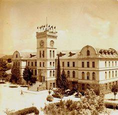 Şirinyer Nato Karargah Binası, eski Kızılçullu Köy Enstitüsü ondan öncesinde de Amerikan Koleji.