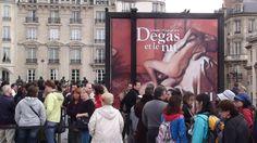 Haciendo mi cola para entrar al Museo de Orsay  Paris