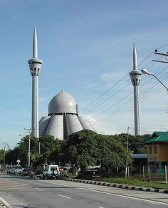 This is where we are now… Labuan, East Malaysia… This is picture of big mosque in Labuan