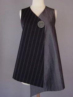 Juanita Girardin: Kimono Jacket in White and Black – tout simple et très graphi… Blouse Batik, Batik Dress, Sewing Blouses, Batik Fashion, Kimono Jacket, Mode Outfits, Mode Inspiration, Design Inspiration, Refashion
