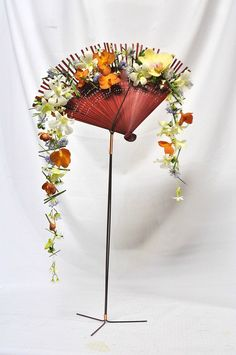 wedding flowers (Chinese style) by Shiu floral design, via Arrangement Red Bouquet Wedding, Red Wedding Flowers, Floral Wedding, Deco Floral, Arte Floral, Floral Design, Floral Centerpieces, Floral Arrangements, Exotic Flowers