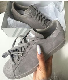 info for c0afc 0092a Chaussures Grises, Chaussures Femme, Sandales, Chaussure Basket, Chaussure  Botte, Chaussures Adidas