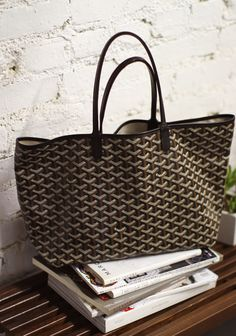 goyard tote I have this in orange and blue. The orange one is a bigger size and the blue one is a bit smaller. If u have questions please let me know! Goyard Tote, Tote Bag, Goyard Handbags, Philip Lim, My Bags, Purses And Bags, Mode Lookbook, Sincerely Jules, Designer Totes
