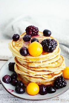 yoghurt pannenkoekjes Breakfast Recipes, Dessert Recipes, Desserts, Baking Recipes, Vegan Recipes, Clean Eating Breakfast, Happy Foods, Christmas Breakfast, Healthy Snacks