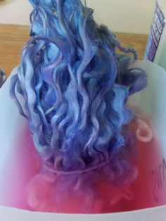 Dyeing Wool Locks - Part 2 How to dip dye wool locks, How to dip dye wool locks, Spinning Wool, Hand Spinning, Wet Felting, Needle Felting, Peg Loom, Fibre And Fabric, Yarn Inspiration, Tie Dye Patterns, Dip Dye