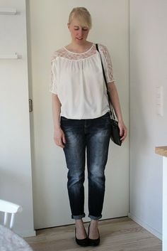 Outfit with boyfriend jeans and lace blouse / Kotisaari
