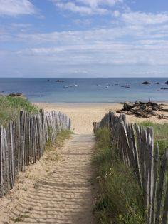 Île d'yeu, Vendée. Crédit photo : Laboratoires Yves Ponroy Beautiful Islands, Beautiful Places, Beach Bodys, Ocean Pictures, Visit France, I Love The Beach, Am Meer, Sea And Ocean, Seascape Paintings