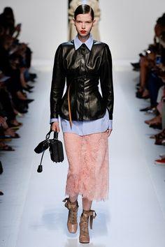 Guarda la sfilata di moda Ermanno Scervino a Milano e scopri la collezione di abiti e accessori per la stagione Collezioni Primavera Estate 2018.