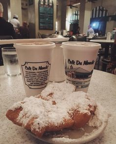 #travelgram #lifestyle #potd #coffee #coffeeshop #cafedumonde #beignets #donuts #famous #neworleans #louisiana #nightout #nightlife #instadaily #instapic #vscodaily #vscocam #frenchquarter #nhacuacoffeeholic by ti_m_e_o