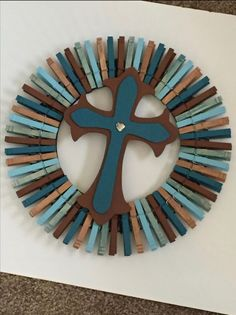 Clothes Pin Wreath Source by pin crafts Clothespin Cross, Wooden Clothespin Crafts, Wooden Clothespins, Cute Crafts, Craft Stick Crafts, Crafts To Sell, Diy And Crafts, Arts And Crafts, Craft Ideas