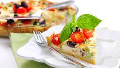 Suolainen piirakka on helppo viikonloppuherkku, joka maistuu niin iltapalana kuin pääruokanakin.
