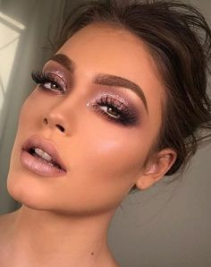 Lovely Women Party Makeup Ideas 22