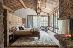 All we need with vacation home. small kitchen and bathroom rustic chic family hideaway in Big Sky: Freedom Lodge Interiors by Rain and Skye Dream Home Design, Home Interior Design, House Design, Bedroom Minimalist, Big Bedrooms, Bedroom Small, Timber House, Lodge Decor, Building A House