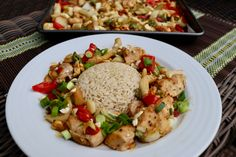 SHEET PAN CASHEW CHICKEN This asian infused dish is not only easy to make, but a great healthy way to feed the whole family. Cashew Chicken, Baked Chicken, Chicken Recipes, Chicken Meals, Healthy Dinner Recipes, Cooking Recipes, Healthy Dinners, Clean Recipes, Chicken And Vegetables