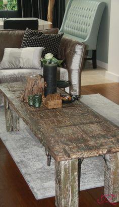 Sfeervol geheel met een mooie, lange, antieke salontafel. - Jannetta van der Ziel