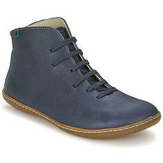 La marque El Naturalista propose une boot adulte aussi tendance que facile à vivre, la El Viajero. Elle se pare d'une tige cuir bleue et d'une doublure textile. Pour compléter le tableau, elle est dotée d'une semelle intérieure textile et d'une semelle extérieure caoutchouc. Plus aucune raison de vous en priver ! - Couleur : Bleu - Chaussures 125,00 €