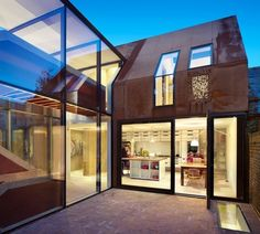 Kew House: Old Meets New at an Experimental Build in London