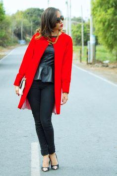 Abrigo rojo, red coat en fashion blogger, encuéntralo en el closet de maja