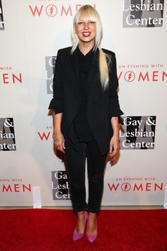 Celebrity style: Sia Furler pink pointy heels and all-black outfit