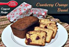 Looking for a copycat recipe for the Betty Crocker Cranberry Orange Bread? Whether you're wanting to make Gluten Free or regular, this recipe is for both. Cranberry Quick Bread, Cranberry Orange Bread, Gluten Free Recipes, Bread Recipes, Betty Crocker, Dessert Recipes, Desserts, Copycat Recipes, Good Food