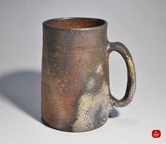 備前焼「ビアジョッキ」 Japanese Vase, Japanese Ceramics, Japanese Pottery, Slab Pottery, Ceramic Pottery, Pottery Art, Ceramic Bowls, Ceramic Art, Stoneware
