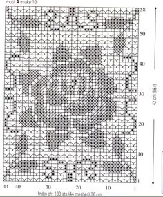 Для выполнения скатерти использованы квадратные мотивы с фактурным элементами. Схемы