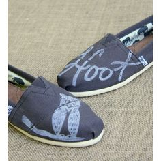 The Matt Butler Owl Print Toms Shoes ($95) ❤ liked on Polyvore featuring shoes, standard, block shoes, grey canvas shoes, white canvas shoes, canvas footwear and canvas shoes