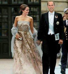 of The Duke and Duchess of Cambridge. ‼️Swipe left to see the ori… of The Duke and Duchess of Cambridge. ‼️Swipe left to see the original pictur Estilo Real, Duke And Duchess, Duchess Of Cambridge, Duchess Kate, Style Blake Lively, Glamour, Fashion Catwalk, Princesa Kate, Kate Middleton Style