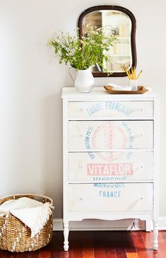 48 Amazing Flea Market Projects, Hacks, and Revamps Rethink Flea Market Finds: Amazing Projects, Hacks & Revamps Furniture Makeover, Diy Furniture, Furniture Removal, Refurbished Furniture, Chair Makeover, Furniture Refinishing, Repurposed Furniture, Bedroom Furniture, Flea Market Finds