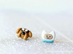 Finn & Jake  Adventure Time Earrings de CouldBeeYours en Etsy https://www.etsy.com/es/listing/93735908/finn-jake-adventure-time-earrings