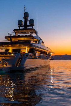 Sunset Cruise in Marbella is a sensation like no other. Enjoy this two-hour sunset cruise where you will depart from the glamorous Puerto Banus Marine. Yachting Club, Luxury Yacht Interior, Yacht Boat, Yacht Design, Beautiful Places To Travel, Power Boats, Travel Aesthetic, Luxury Lifestyle, Ibiza