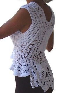Elegant Crochet Blouse - with PatternsBy Mariza Crochet Designer: Blusa Crochet com gráficos .Today we will learn how to make a crocheted blouse, very elegant. This stylish blouse is ideal for summer, make with crochet cotton yarn. A blouse for us t Black Crochet Dress, Crochet Blouse, Crochet Shawl, Crochet Lace, Crochet Tops, Crochet Womens Tops, White Crochet Top, Patch Jeans, Mode Crochet