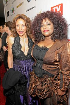 Freda Payne Photos - Singers Freda Payne and Chaka Khan arrive at the Annual Children Uniting Nations Oscar Celebration, held at the Beverly Hilton Hotel on March 2010 in Beverly Hills, California. Soul Singers, Female Singers, Music Icon, Soul Music, Freda Payne, Chaka Khan, Vintage Black Glamour, African American Women, Beautiful Black Women