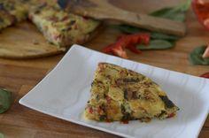 La tortilla de patatas sin huevo es una receta vegana deliciosa que a todo el mundo encanta. Veganismo y recetas vegetarianas.