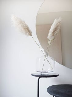 The clean, minimalist design of the Ming vase will create a pleasant contrast with the organic shapes of flowers, plants and branches. Living Room Inspiration, Interior Inspiration, Room Interior, Interior Design, Deco Addict, Nordic Home, Simple Interior, Scandinavian Furniture, Home Decor Online