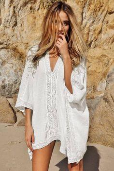 dcb978c662b4 Schönes Strandkleid in weiß im Boho-Hippie White Kimono Crochet Poncho  Beachwear Kleidung Accessoires,