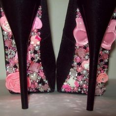 I love deco-den. I would love to make my wedding pumps like this,  but with white and cream pearls and bows,  etc. So cute ♡
