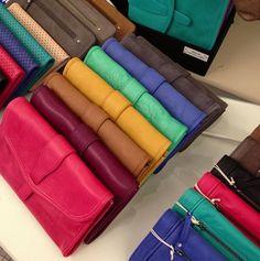 La couleur, nous, ON ADORE !!!! Portefeuille Patty, disponible chez Lola Jones