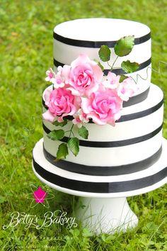 """Romantic B/W"" - Cake by Betty's Bakery (molecular sensations)"