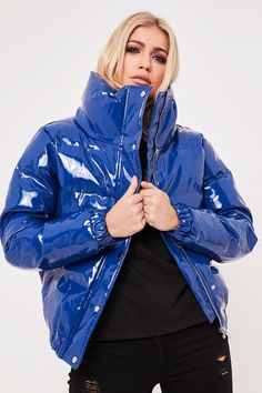 Raise your coat game with the Misspap edit of women's cropped puffer jackets including shiny puffer coat styles. Bomber Jacket Outfit, Blue Puffer Jacket, Puffer Jackets, Bubble Jacket Outfit, Raincoats For Women, Jackets For Women, Fashion Line, Overall, Unisex