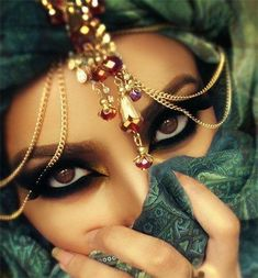 Parties Illustration Description Arabian Nights Fantasy Eyes – Read More – Arabian Eyes, Arabian Makeup, Arabian Beauty, Arabian Nights, Arabic Makeup Tutorial, Smokey Eye Makeup Tutorial, Wedding Makeup, Bridal Makeup, Fantasy Eyes