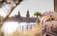 Unsere Location für den Sommer: Die Capitol Yard Golf Lounge direkt an der Spree in Berlin.