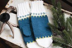En av mine favoritter i serien enkle votte oppskrifter. Ett enkelt mønster for deg som nettopp har begynt å strikke, eller for deg som har strikket en stund men ønsker ett raskt prosjekt. #strikkedilla #strikkeopskrift #strikke #ullvotter #knittingpatterns #knittingforbeginners #knittinginstructions Needlework, Knitting, Pattern, Fashion, Embroidery, Moda, Dressmaking, Couture, Tricot