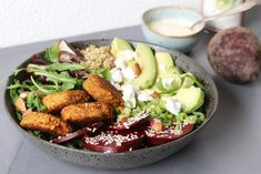 Vegetarische falafel bowl, Poké bowl recepten, Poké bowl vegetarisch, Glutenvrij avondeten, Gezonde lunch salades, Gezonde foodblogs, Glutenvrije foodblogs, Beaufood recepten, Veggie bowl, Vegetarian bowl, Homemade falafel, Glutenfree falafel recipe