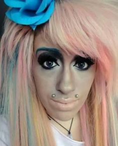 Makeup can be a woman's best friend or her worst enemy. When you've seen this funny makeup fails you'll also be able to conclude that it's the latter. Ugly Makeup, Makeup Jobs, Makeup Humor, Worst Makeup, Bad Makeup Fails, What Is Makeup, Bad Eyebrows, Funny Eyebrows, People Of Walmart