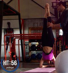 Hoy terminamos la semana con #poweryoga, disciplina milenaria en un entrenamiento intensivo. #fit #fitness #HIT56