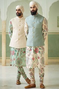 With wedding season around the corner, why stick to traditional plain kurta? Why not experiment something and get this absolutely stunning floral kurta-pajama with plain nehru jacket and be the star of the wedding? Mens Wedding Wear Indian, Sherwani For Men Wedding, Mens Indian Wear, Mens Ethnic Wear, Wedding Dresses Men Indian, Indian Groom Wear, Wedding Dress Men, Indian Men Fashion, Latest Mens Fashion