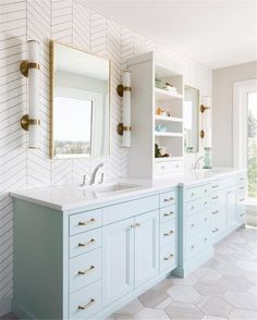 Bathroom ideas, bathroom renovation, bathroom decor and master bathroom organization! From claw-foot tubs to shiny fixtures, these are the master bathroom that inspire me probably the most. Bathroom Wall Cabinets, Bathroom Renos, Bathroom Renovations, Remodel Bathroom, Budget Bathroom, Bathroom Vanities, Bathroom Makeovers, Girl Bathroom Ideas, Bathroom Storage