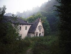 I think this little house would be perfect for one of my less-than-social characters. :)
