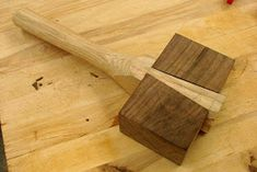 Dan's Shop: Mystery Mallet With Roy Underhill Woodworking Mallet, Woodworking Hand Tools, Woodworking Basics, Woodworking Projects Diy, Wood Turning Lathe, Wood Turning Projects, Wood Projects, Woodworking Inspiration, Wood Joinery